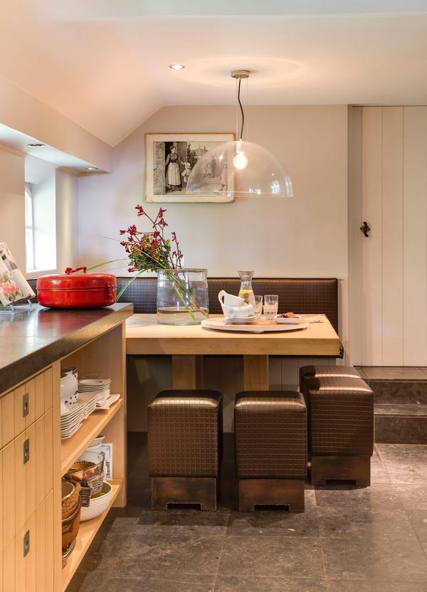 Zithoek met tafel in de keuken Stijlvolwonen
